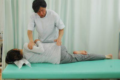 腰椎のチェックと調整