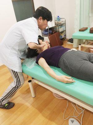 頸椎のチェックと調整